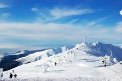 Paesaggio con le montagne ed il cielo blu Fotografia Stock