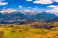 Paesaggio con le montagne in estate Fotografie Stock Libere da Diritti
