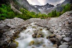 Paesaggio con un fiume della montagna Immagine Stock Libera da Diritti