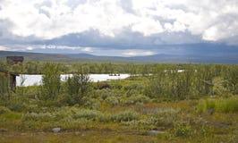 Paesaggio con una barca nella tundra del norsk Immagini Stock Libere da Diritti