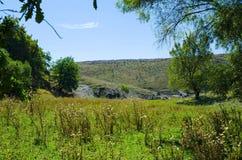 Paesaggio con una vista della montagna Immagini Stock Libere da Diritti