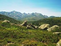 paesaggio corsician dei alpes del paesaggio dell'alta montagna con roccia tagliente Fotografie Stock Libere da Diritti