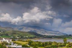 Paesaggio costiero irlandese della montagna in contea il Donegal immagine stock