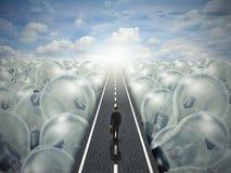 Paesaggio creativo di affari del percorso della strada di idea delle lampadine Fotografia Stock