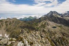 Paesaggio crudo delle alte montagne Fotografia Stock