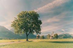 Paesaggio d'annata con le montagne Fotografie Stock