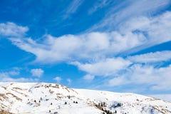 Paesaggio dalle alpi italiane, cielo blu di inverno Fotografia Stock