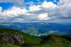 Paesaggio dalle montagne di Bucegi, Romania Immagini Stock