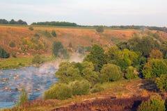 Paesaggio degli alberi, fiumi, montagne, valle Fotografie Stock Libere da Diritti