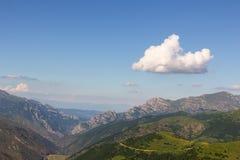 Paesaggio degli altopiani e nuvola sola Immagini Stock Libere da Diritti