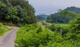 Paesaggio dei binari ferroviari nella campagna Fotografie Stock Libere da Diritti