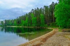 Paesaggio dei laghi e della foresta lungo la cresta di Punkaharju Shouthern Savonia, regione della Regione dei laghi fotografia stock libera da diritti