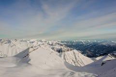 Paesaggio dei picchi e dei pendii di alta montagna Fotografie Stock Libere da Diritti