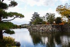 Paesaggio del castello giapponese in autunno immagini stock libere da diritti
