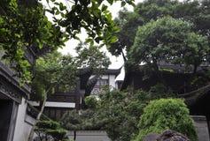 Paesaggio del cortile della Camera della famiglia della pentola dal giardino famoso di Yu sulla città di Shanghai fotografia stock libera da diritti