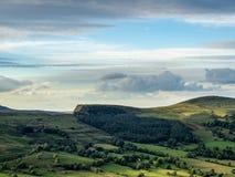 Paesaggio del distretto di punta nel Regno Unito con un cloudscape fotografie stock libere da diritti
