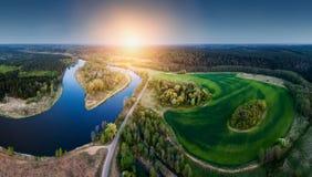 Paesaggio del fiume al tramonto, aereo immagini stock libere da diritti
