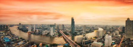 Paesaggio del fiume nella città di Bangkok Immagine Stock Libera da Diritti