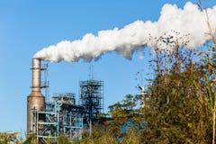 Paesaggio del fumo di produzione del silo della fabbrica Fotografie Stock
