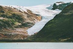 Paesaggio del ghiacciaio di Svartisen in punti di riferimento scandinavi della natura della Norvegia immagini stock