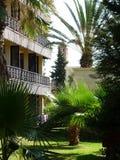 Paesaggio del giardino dell'hotel in Tunisia immagini stock