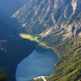 Paesaggio del lago in alta montagna Immagini Stock Libere da Diritti