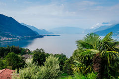 Paesaggio del lago Como, Laghetto di Piona in Italia, alpi, Europa Fotografie Stock