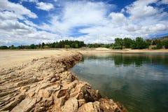 Paesaggio del lago con le riflessioni Immagini Stock
