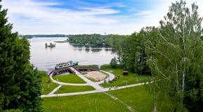 Paesaggio del lago dalla torre di Bismarck Szczecinek - in Polonia fotografie stock libere da diritti