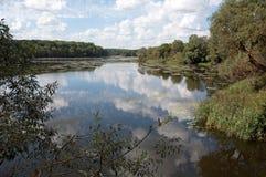 Paesaggio del lago della Russia centrale Immagine Stock