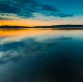 Paesaggio del lago dopo il tramonto Fotografie Stock Libere da Diritti