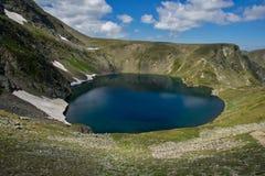 Paesaggio del lago eye, i sette laghi Rila, Bulgaria Immagine Stock