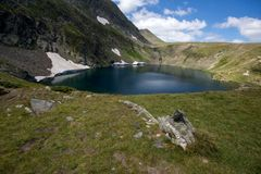 Paesaggio del lago eye, i sette laghi Rila, Bulgaria Immagini Stock