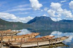 Paesaggio del lago Lugu al villaggio di Daluoshui, Lijiang, Cina Fotografie Stock
