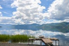 Paesaggio del lago Lugu, Lijiang, Cina immagini stock