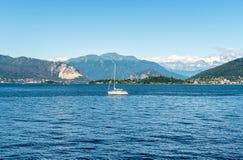Paesaggio del lago Maggiore un giorno di estate, Laveno Mombello Fotografia Stock
