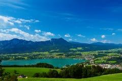 Paesaggio del lago Mondsee dell'austriaco di estate Fotografie Stock