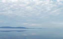 Paesaggio del lago morning fotografie stock