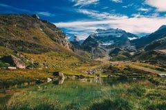 Paesaggio del lago mountain Immagini Stock