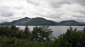 Paesaggio del lago mountain lungo il A82 in Scozia Fotografie Stock