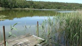 Paesaggio del lago nell'ora legale Campagna in Havelland in Germania archivi video