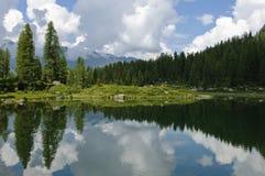 Paesaggio del lago nelle alpi italiane Fotografia Stock Libera da Diritti
