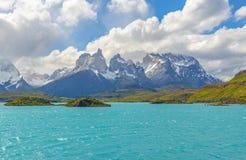 Paesaggio del lago Pehue in Torres del Paine, Patagonia, Cile immagine stock libera da diritti