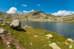 Paesaggio del lago Pirin Tevno della montagna fotografia stock