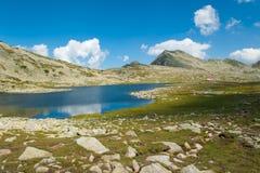 Paesaggio del lago Pirin Tevno della montagna immagini stock