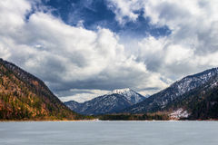 Paesaggio del lago Plansee e montagne delle alpi nell'inverno, uguaglianti vista, il Tirolo, Austria Fotografia Stock Libera da Diritti