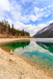 Paesaggio del lago Plansee e montagne delle alpi nell'inverno, uguaglianti vista, il Tirolo, Austria Immagine Stock Libera da Diritti