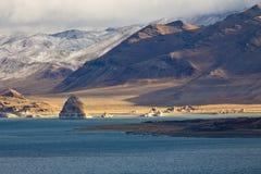 Paesaggio del lago pyramid di inverno Immagini Stock Libere da Diritti
