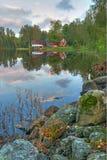 Paesaggio del lago september nella vista verticale Fotografie Stock