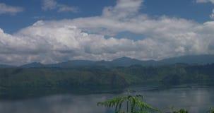 Paesaggio del lago Toba video d archivio